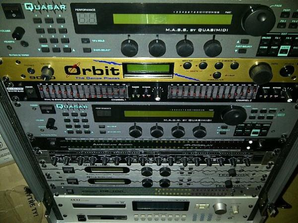 FULL Rack - moduly, synth, EQ, sampler, ....