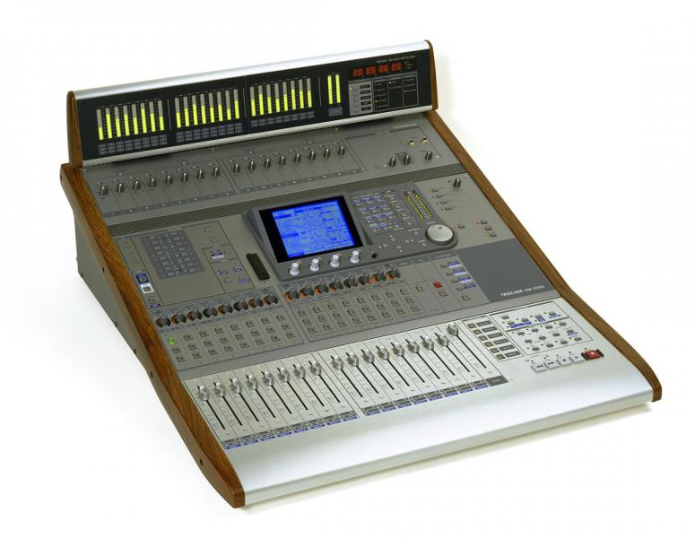 Tascam DM 3200 + meterbridge