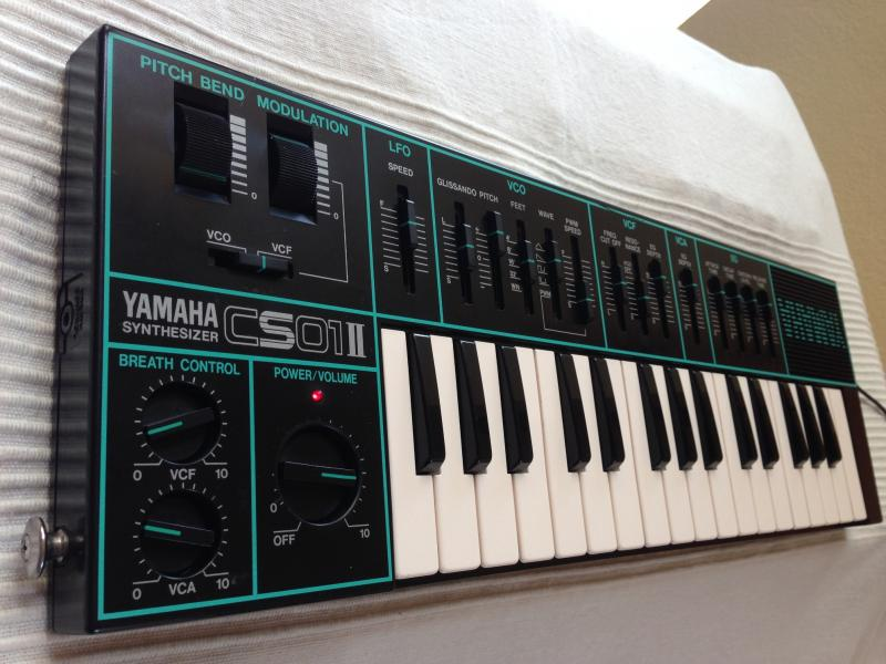 Yamaha CS-01II analog synthesizer - PREDANÉ!