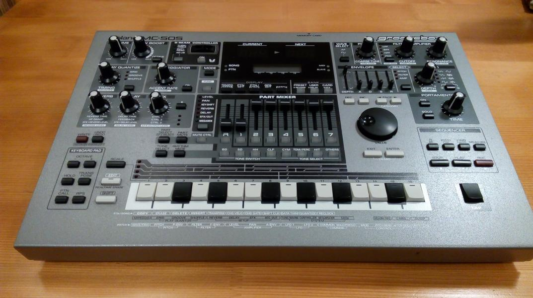 Roland MC-505  - Groovebox