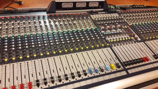 Soundcraft Gb8-40+4 + profi case + rozplet management.