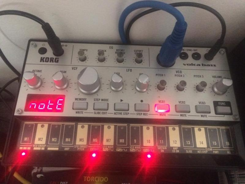 KORG Volca bass + adapter