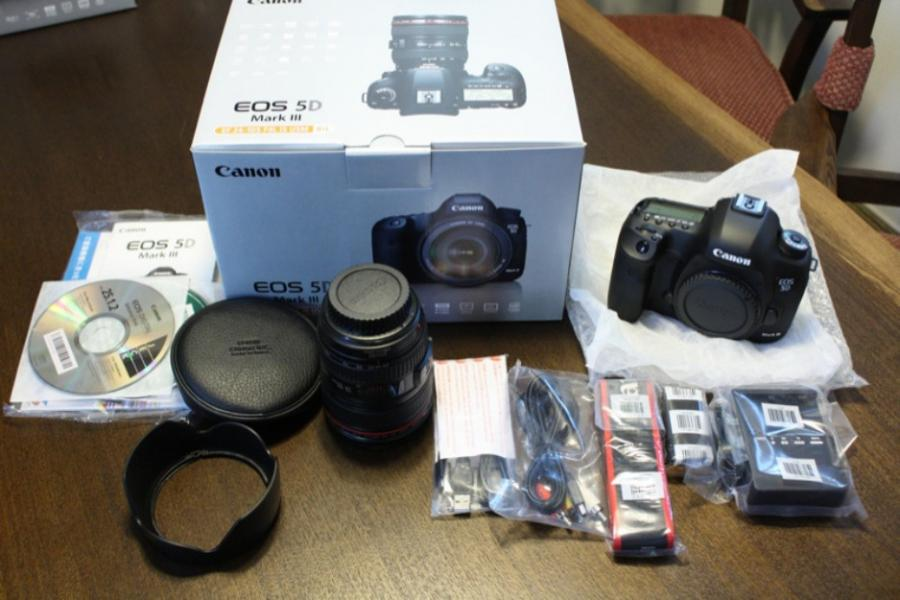 Brand new Canon EOS 5D Mark III full digital SLR camera with EF 24-105 mm IS Lens Product
