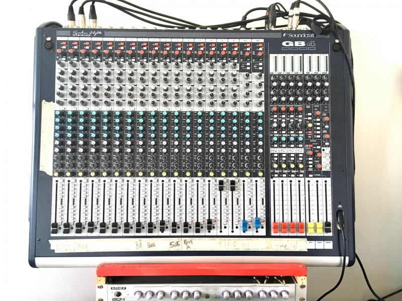 Soundcraft GB4 _ 16 kanálový _ 8x Aux _ 7x4 matrix