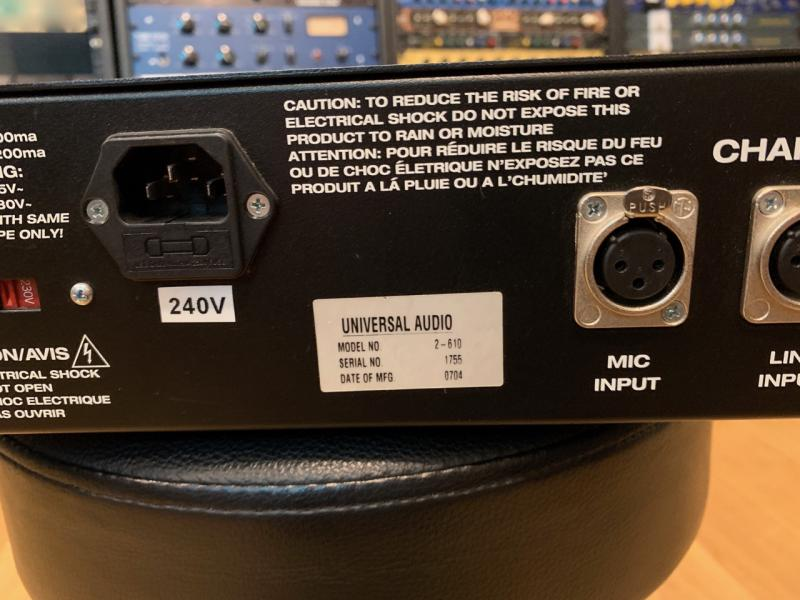 Universal Audio 2-610 Microphone Preamplifier  STEREO