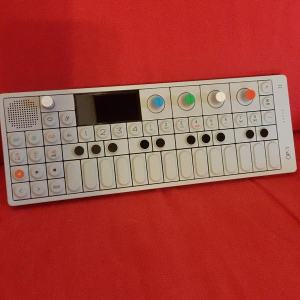 Vše v jednom - TEENAGE ENGINEERING OP-1