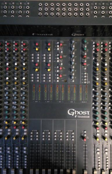 Soundcraft Ghost 32/8 se stojanem