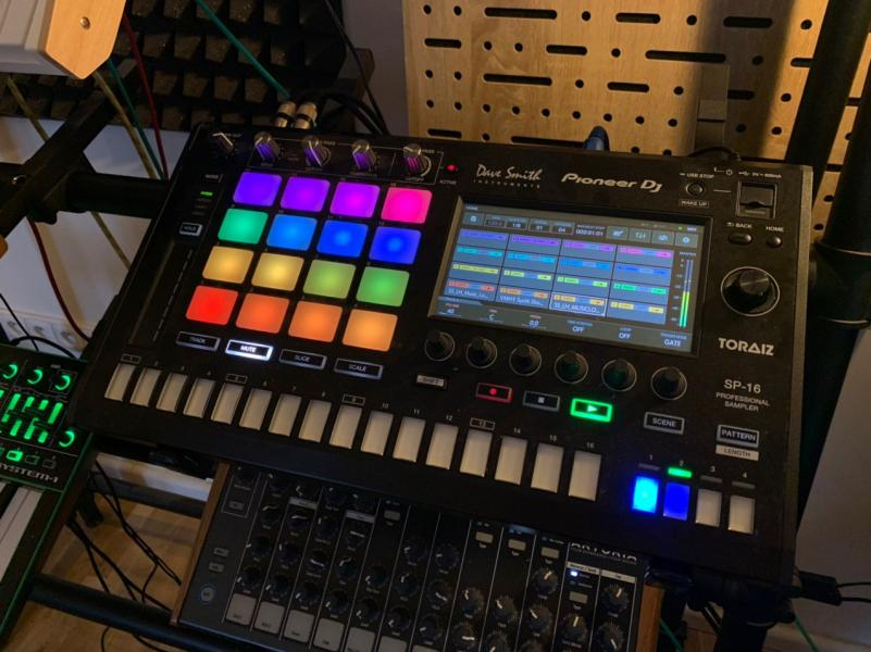 PIONEER DAVE SMITH TOIRAZ sampler/sequencer