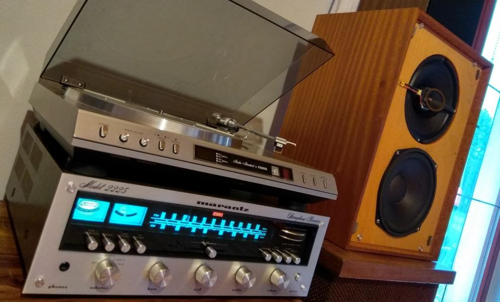 Stereo receiver MARANTZ model 2225 designed in USA, produced in Japan 1976
