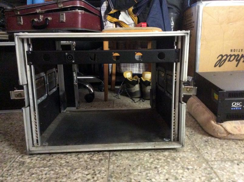 Case /Flyht Pro Rack 8U Double Door Profi
