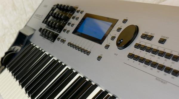 Klvesy a zvukov moduly | Midi