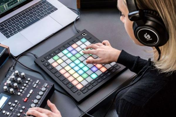 Výměna Novation Launchpad PRO mk3 za Elektron Model:Samples